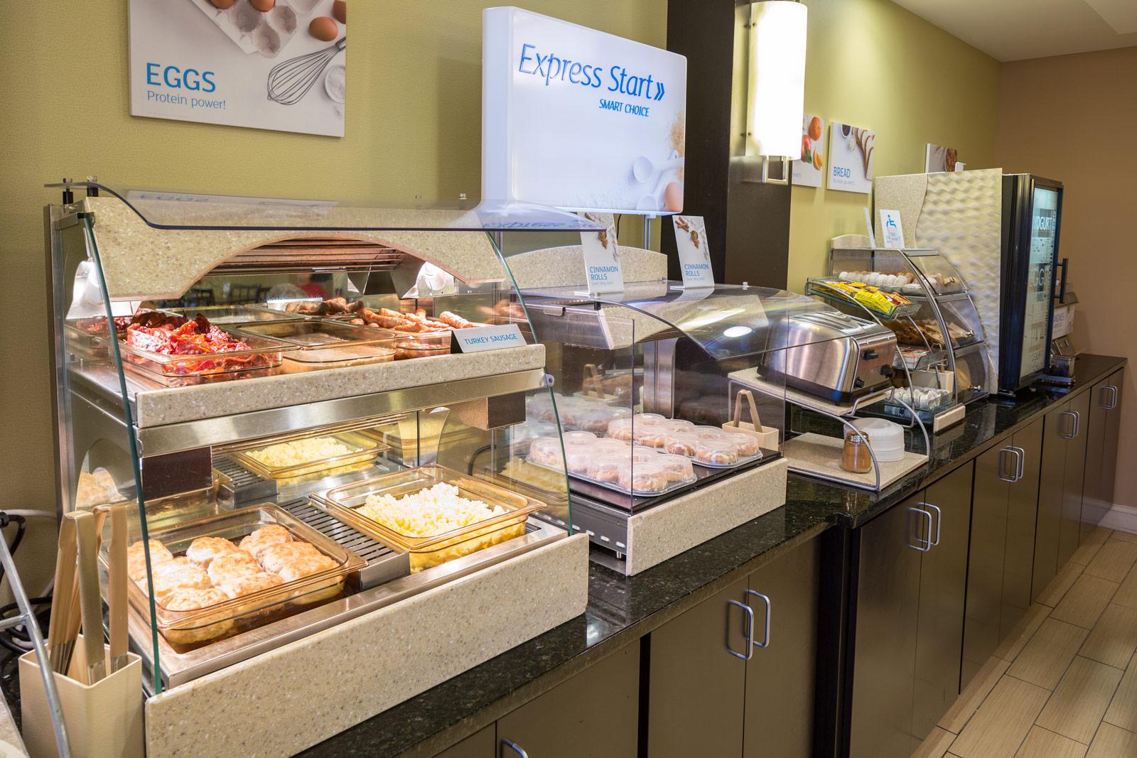 Holiday Inn Express & Suites Westgate breakfast